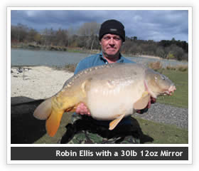 Robin Ellis with a 30lb 12oz Mirror
